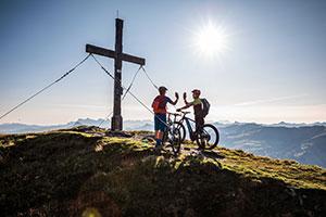 So sehen Gipfelstürmer aus: Mit dem E-Bike geht's hoch hinaus ©Mathaeus Gartner