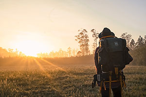 Alpen Rucksack Wandern Rückenschmerzen Vorbeugungr ©Pexels