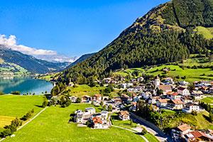 Blick auf einen See in Südtirol